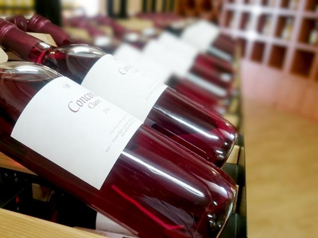 並ぶ赤ワイン